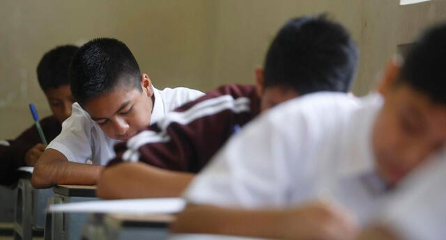 Nueve regiones evalúan retornar a las clases presenciales debido al limitado acceso al internet.