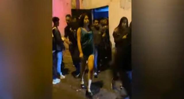 Los jóvenes se aglomeraron para salir al enterarse que llegaría la policía al local donde celebraban una fiesta.