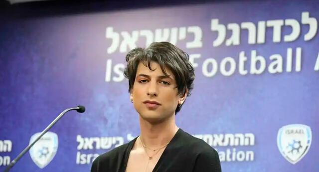 Sapir Berman, la árbitra transgénero que destaca en el fútbol israelí.