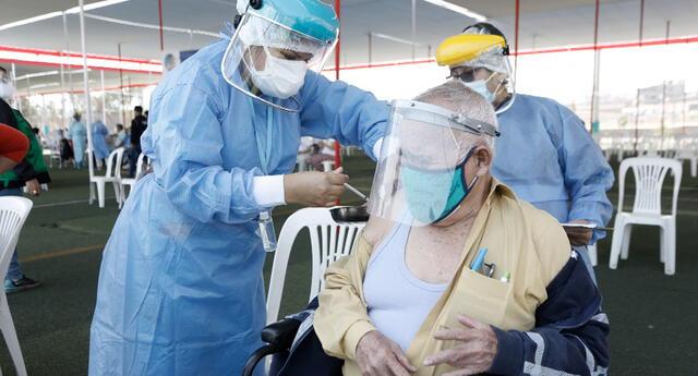 Vacunación contra la COVID-19 para personas mayores de 70 años iniciará el viernes 30 de abril.