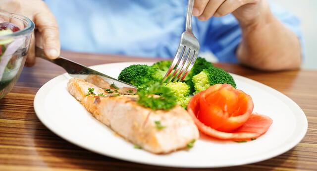Conoce todo lo que debes saber sobre la alimentación para después de los 60 años.