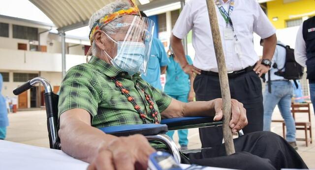 Gobierno continúa con vacunación a adultos mayores, población que es una de las más vulnerables frente al COVID-19. Foto: Paolo Peña
