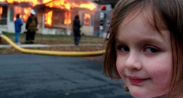 Venden la fotografía original del meme de la niña en un incendio a medio millón de dólares.