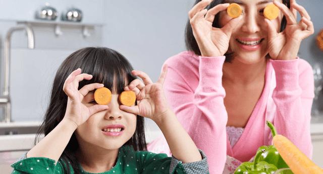 Consume alimentos que aporten nutrientes a tus ojos.