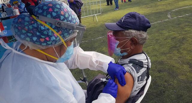 Vacunas contra el COVID-19 a mayores de 70 años.
