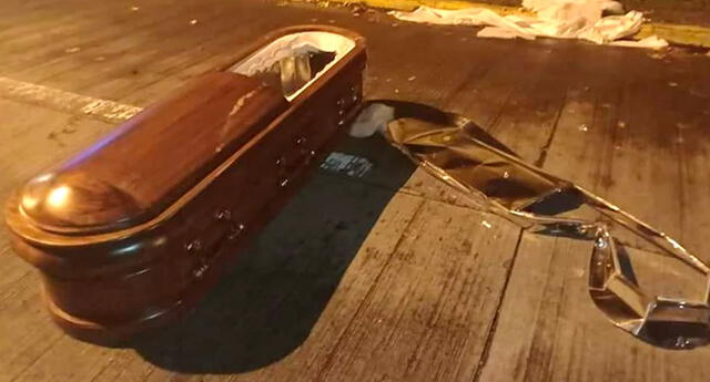Los ladrones intentaron llevarse un ataúd, pero terminaron por dejarlo tirado en plena calle.