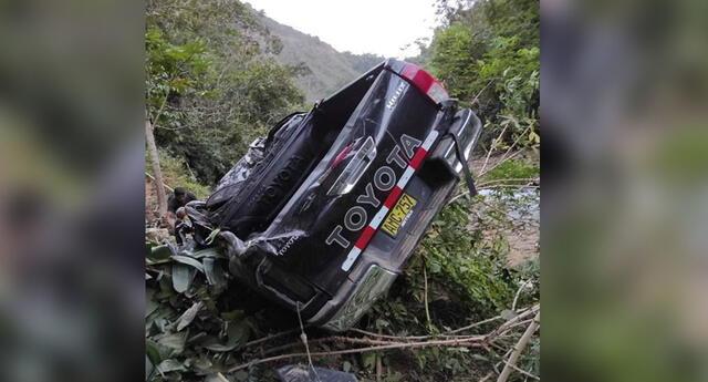 Vehículo cayó a precipicio  de casi 100 metros de profundidad.