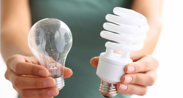 Cambia los focos antiguos por ahorradores tipo LED. Consumen menos y duran más.