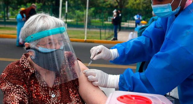 Se publicaron las fechas de reprogramación para la vacunación COVID-19 en mayores de 70 años.