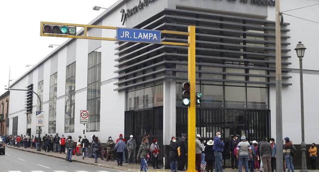 Heridos fueron trasladados de emergencia a la Clínica Javier Prado. Tras el accidente, cede del Banco de la Nación cerró sus puertas.