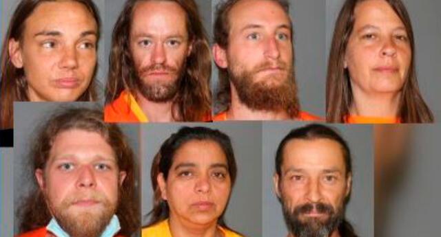 Los detenidos enfrentan cargos de vejación de cadáver, maltrato infantil y manipulación de restos humanos.