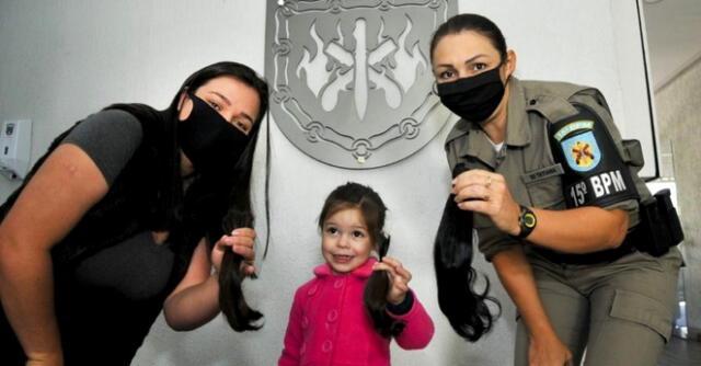 La Brigada Militar de Brasil lleva a cabo una campaña que invita a las personas a donar un poco de su cabello para pacientes oncológicos.