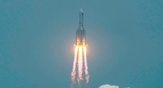 El cohete Gran Marcha-5B Y2 (Changzheng wǔ) con el módulo central de la estación orbital china fue lanzado el 29 de abril desde la base espacial china de Wenchang.