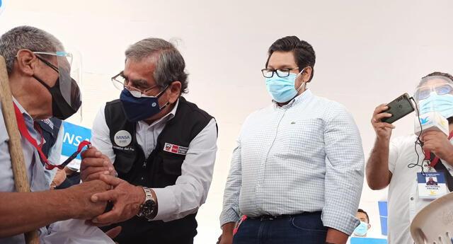 Ministro Óscar Ugarte también precisó que las personas con hemodiálisis serán inmunizadas desde el miércoles 12 de mayo.