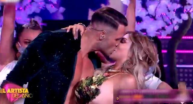 Fabio Agostini y Paula Manzanal sorprendieron con beso.
