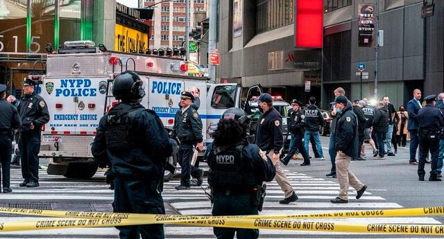 La policía acordonó la concurrida área de Estados Unidos.