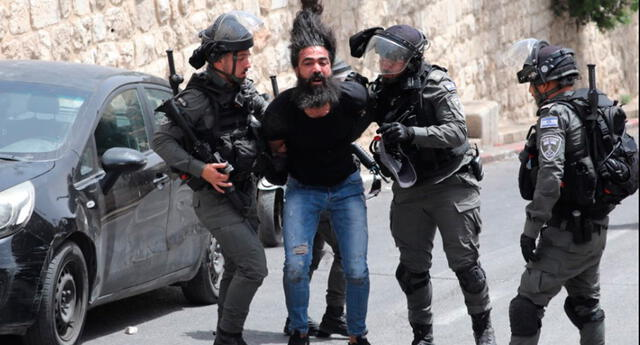 Fuerzas de Israel arremeten contra familias palestinas.