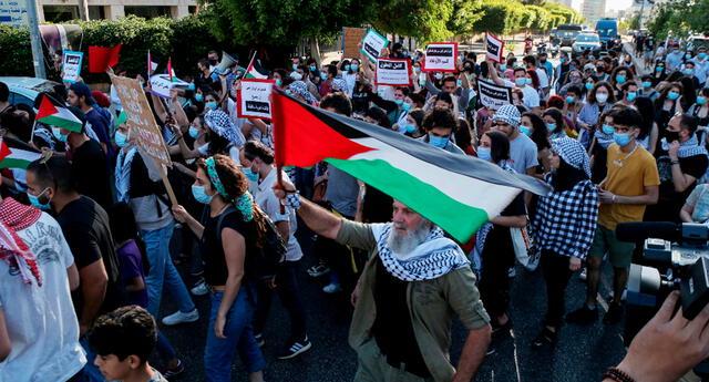 Palestinos protestan ante desalojos que impone Israel.
