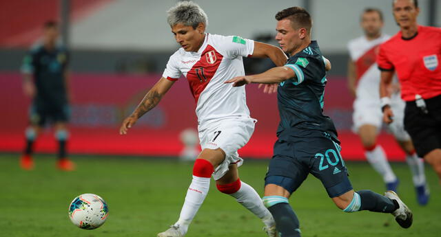 Raúl Ruidíaz, delantero de la selección peruana, captó la atención en redes sociales.