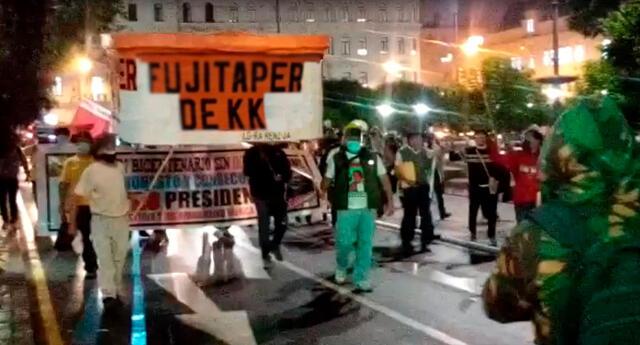 ciudadanos realizan marcha en contra de Keiko Fujimori