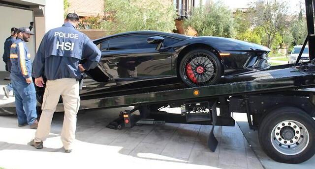 EE. UU.: detienen a hombre que usó prestamos de ayuda por COVID-19 para comprarse autos de lujo.