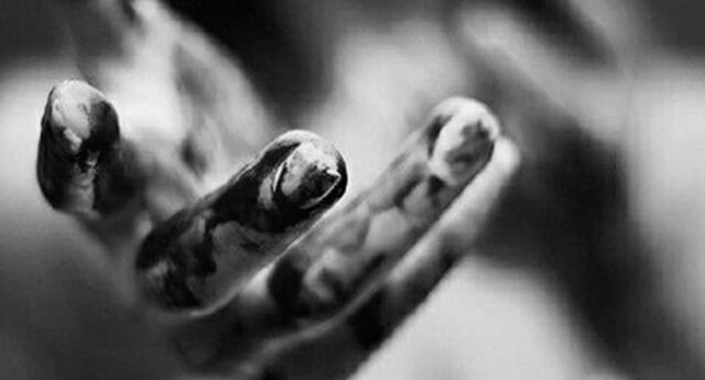 Descubre el significado de los sueños con las manos cubiertas de sangre.