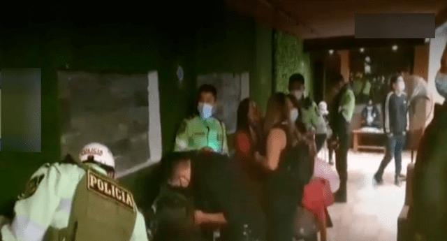 60 personas fueron intervenidas en un bar en pleno toque de queda