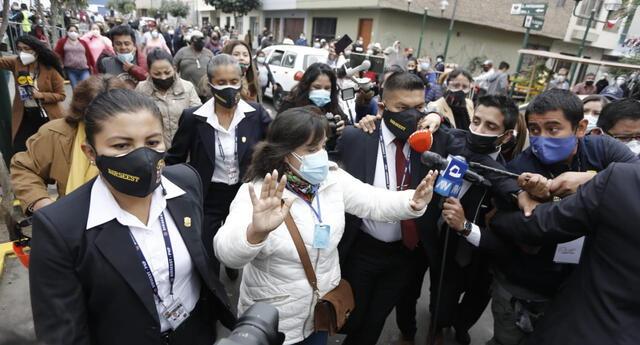 Dina Boluarte fue agredida por simpatizantes de Fuerza Popular