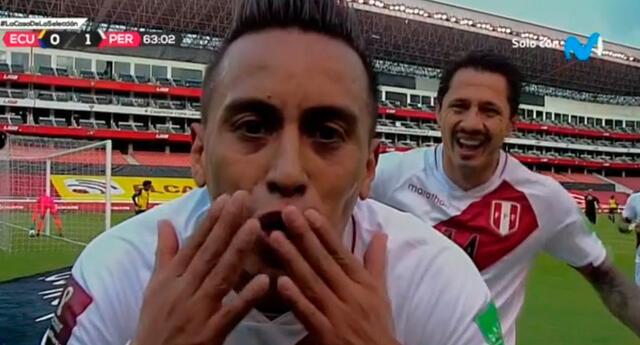 Christian Cueva y Gianluca Lapadula festejaron el gol peruano.
