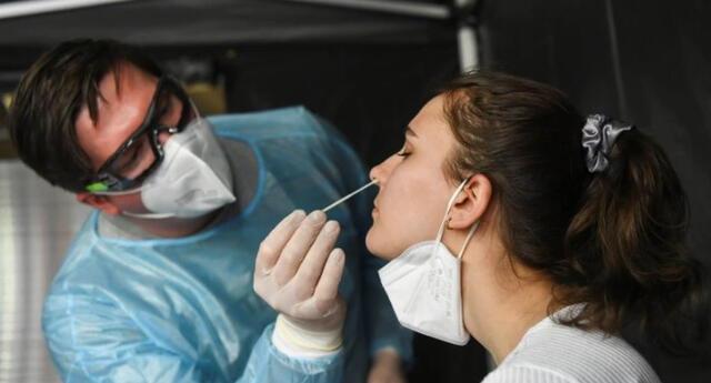 Investigadores británicos detectan el gen que provoca que las personas con COVID-19 sean asintomáticas.