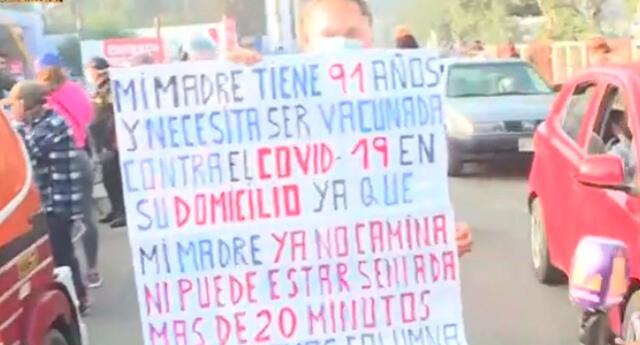 Celso Pardo viene recorriendo los vacunatorios desde hace dos meses para que inoculen a su madre de 91 años.