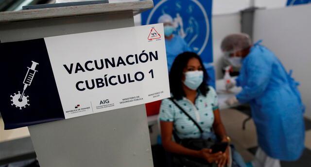 """""""La eficacia de la vacuna contra Delta es todavía muy, muy sustancial"""", dijo Aziz Sheikh, autor principal de uno de los dos análisis."""
