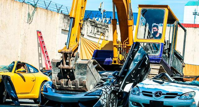 La exhibición pública de la destrucción de estos vehículos tiene por objetivo persuadir que haya más posibles importadores ilegales.