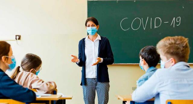 El reingreso voluntario a clases en la capital se había iniciado el 7 de junio, y en solo dos semanas, las autoridades han informado de ocho casos de coronavirus en escuelas.