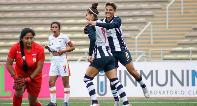 Adriana  Lúcar estuvo imparable le marcó cinco goles a Ayaucho.