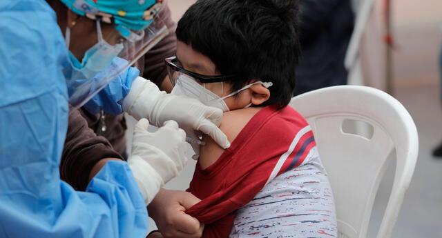 Algunos países ya se encuentran vacunando a niños y adolescentes contra la COVID-19.