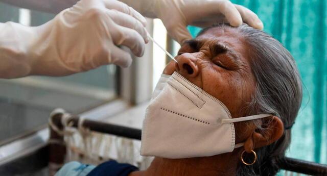 """El Ministerio de Salud de India informó que la variante Delta Plus muestra """"una mayor capacidad de transmisión""""."""