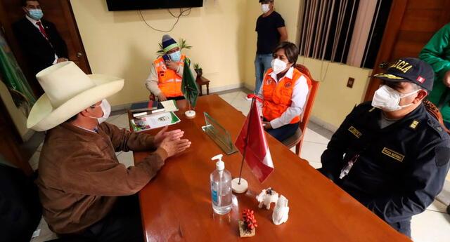 Pedro Castillo se reunió con las autoridades del distrito de Mala, en Cañete.