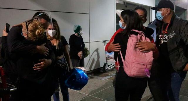 """""""Muy contento de regresar a mi patria. No teníamos los recursos para volver, nos sentíamos atrapados aquí"""", dijo Adelso Sánchez"""