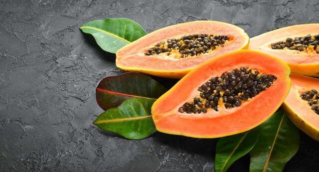 La papaya tiene múltiples beneficios para la salud.