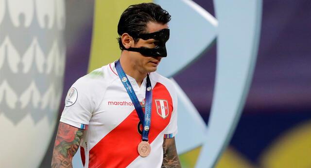 Gianluca Lapadula ganó su primera medalla con la selección peruana.