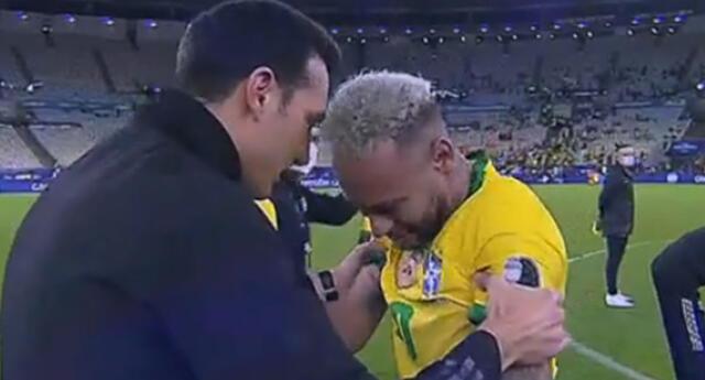 Neymar buscó la falta cayéndose en todo momento del partido.