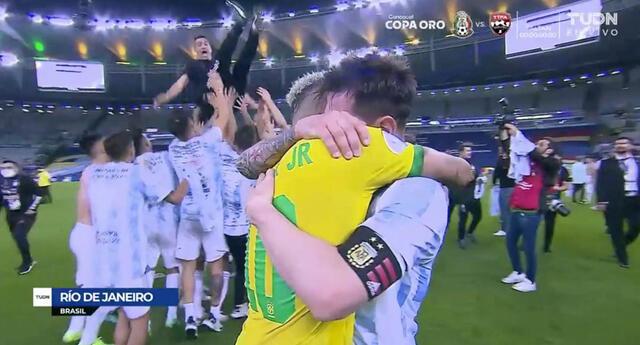 Messi y Neymar se abrazan entre llantos