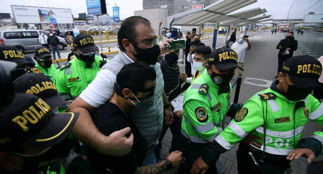 Gianluca Lapadula se despide en el aeropuerto