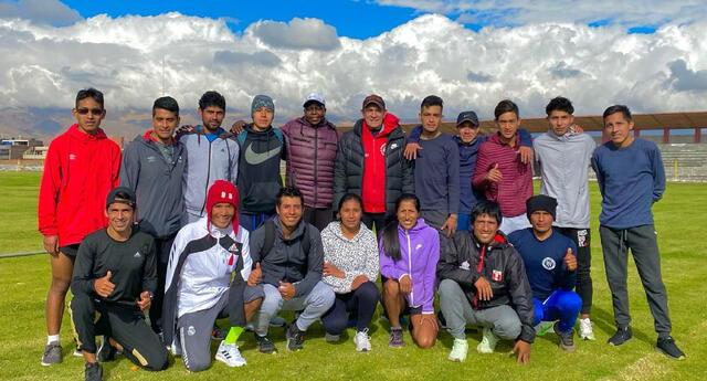 Para atletas y atletas nacionales estan trabajando en Huancayo a una sola fuerza. Atletas lugareños apoyan.