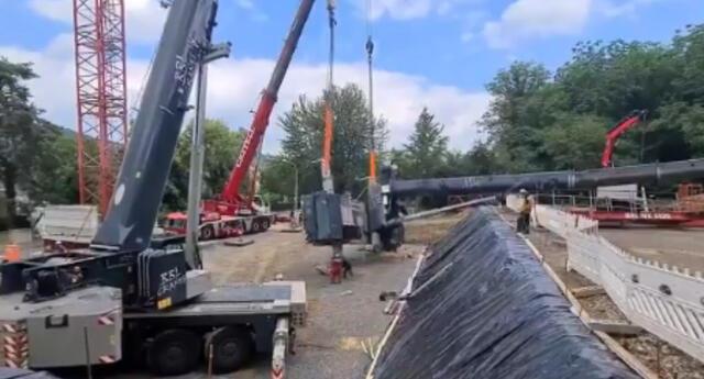 Una grúa de 68 toneladas les cae encima a dos obreros alemanes y sobreviven de puro milagro.