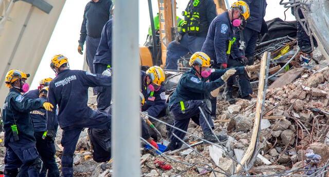 El condominio de 13 pisos se derrumbó alrededor de la 1:30 a.m.