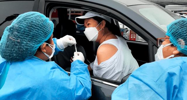 Keiko Fujimori se inoculó en el vacunacar del Joceky Plaza
