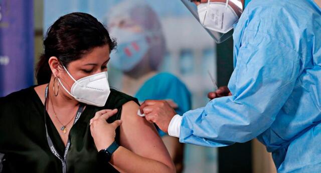 Granados resaltó la jornada de vacunación de 12 horas sin interrupciones que se viene llevando a cabo este domingo en Cusco, calificando el proceso como un 'éxito'.