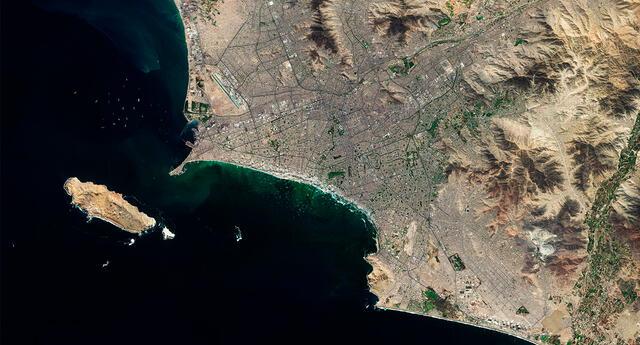 """""""Lima, el centro comercial e industrial del Perú, se encuentra en un terreno mayormente llano en la llanura costera peruana"""", señaló la ESA."""